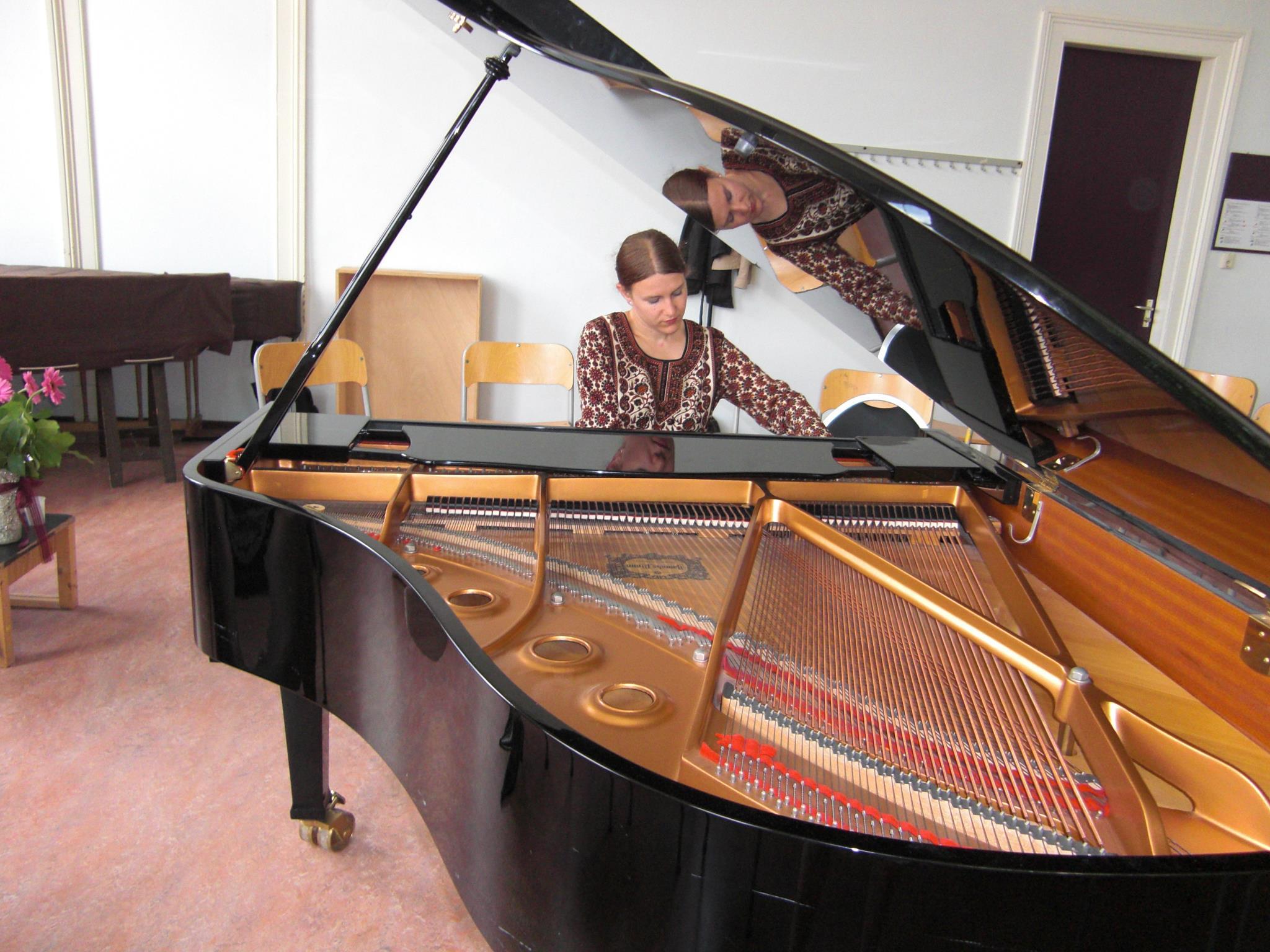 martine_piano